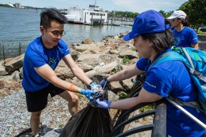Members of the Morgan Stanley dragon boat racing team on a shoreline cleanup in conjunction with Riverkeepers. Photographed for Morgan Stanley.